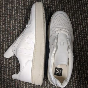 *NEW* VEJA V-10 Lace Up Sneakers Women 10